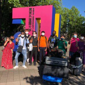 東京外語大での留学生活を終えたテンボさんとファブリスさんと修士課程での留学続けるロドリグさん
