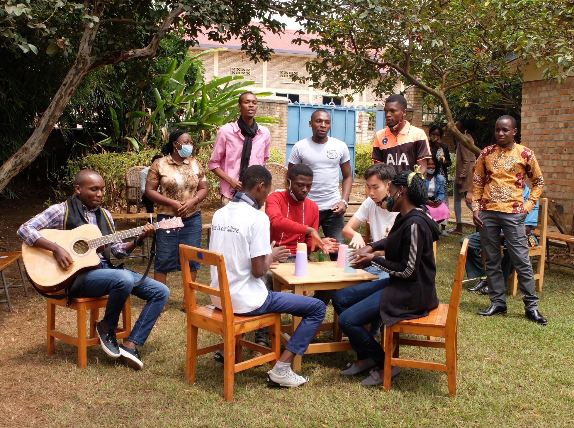 コロナ影響下にあって学生寮で生活を続ける留学生たち