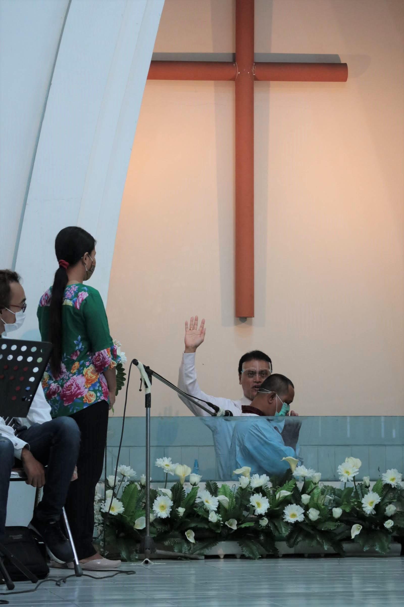 イースター礼拝でのバプテスマ式